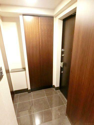 玄関 【玄関】スッキリとコンパクトな玄関です。無駄がありません。