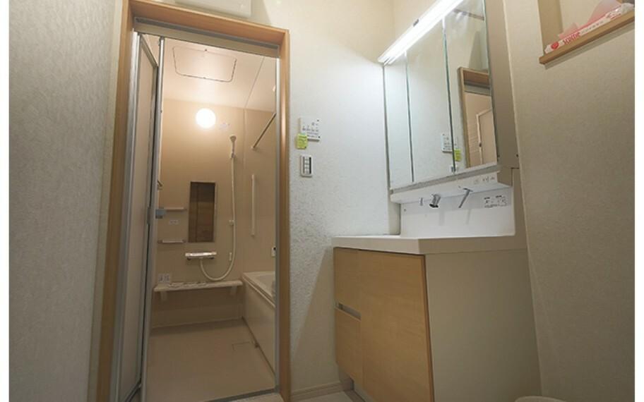 現地写真:浴室・洗面(モデル号棟)