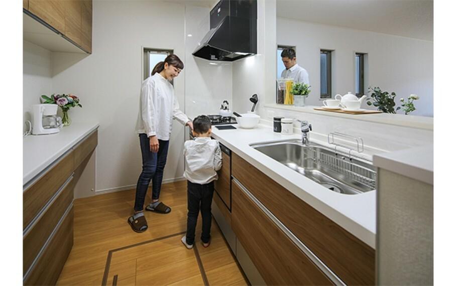 居間・リビング 現地写真:キッチン(モデル号棟)