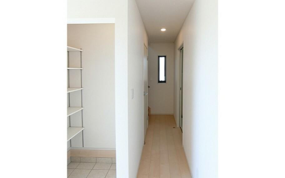 現地写真:1階廊下(1号棟)