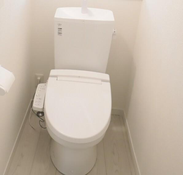 同仕様写真(内観) トイレ 同仕様 各階にトイレがあると夜間に階段を使わずに済むので便利ですね