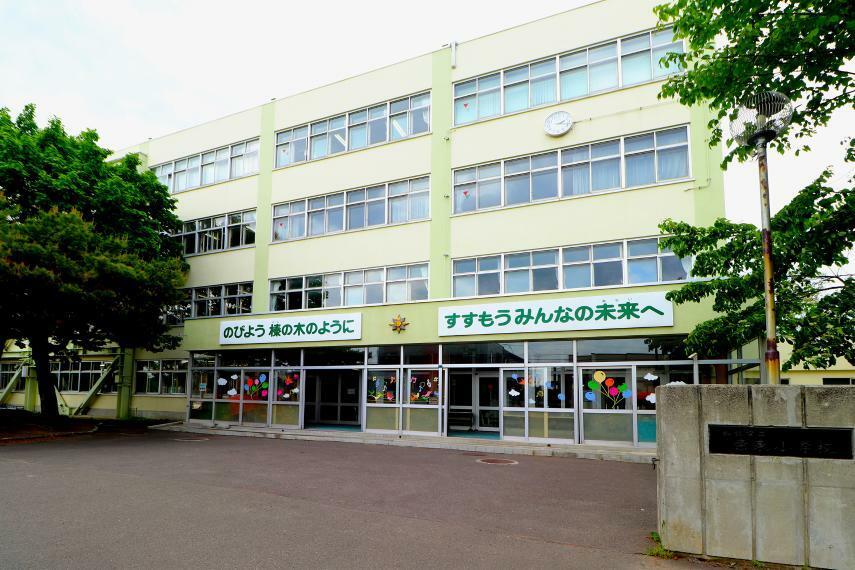 小学校 札幌市立栄東小学校