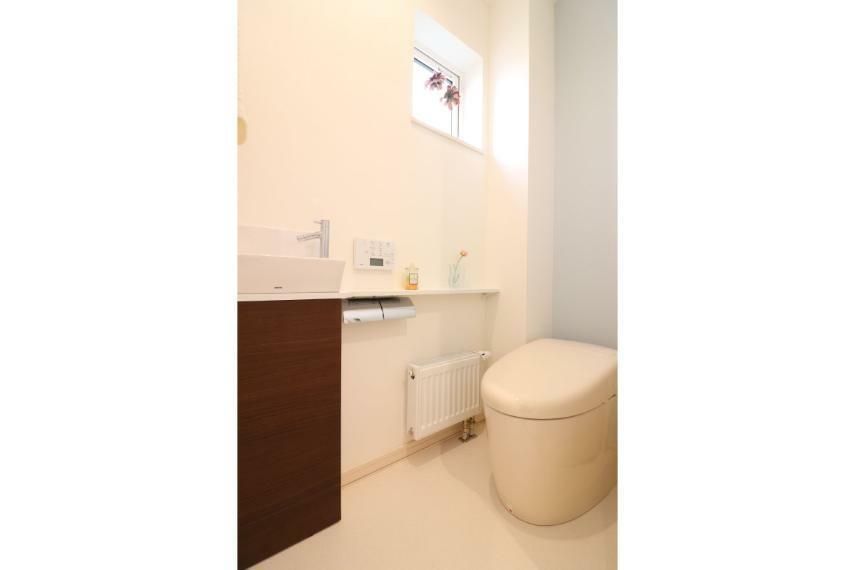 トイレ 手洗いカウンター付きウォシュレットトイレ(A棟)
