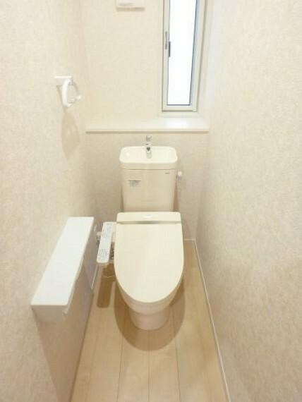 トイレ 同社施工イメージ。 写真は実際とは異なる場合がございますが、同社・同仕様を内覧し体感できるお部屋をご紹介可能です。 先に同社物件を見ることで、少しでも長く検討時間を確保できます!