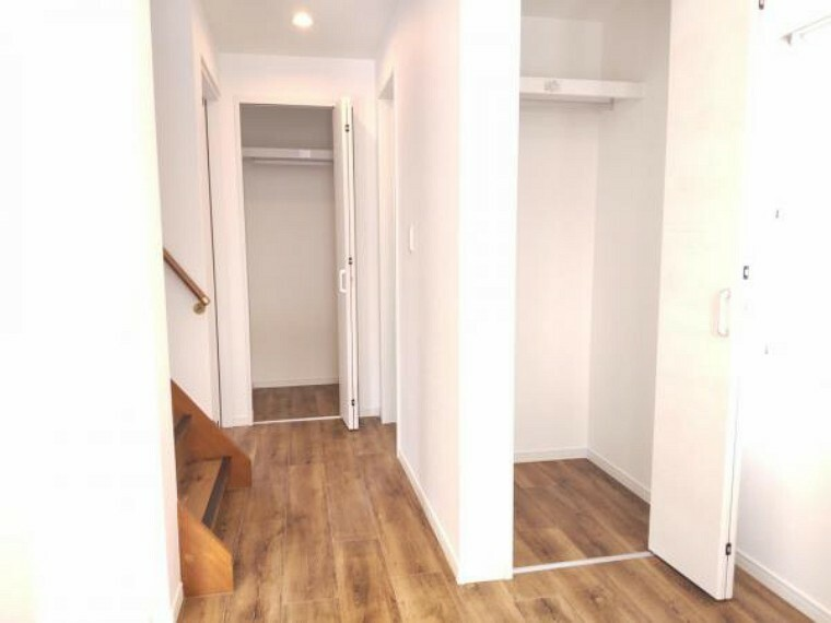 収納 【リフォーム済】1階廊下にはクローゼットを設置しました。日用品や掃除用品の収納もでき、お家をすっきり使うことができますね。
