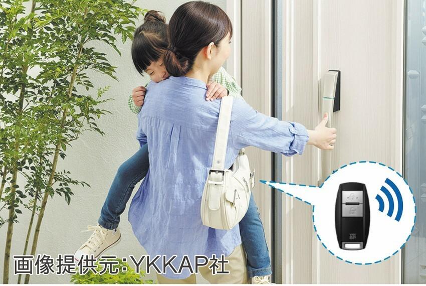 参考プラン完成予想図 【推奨設備・玄関スマートキー(電子錠)】リモコンをカバンに入れたままドアを施解錠。※画像は参考イメージ