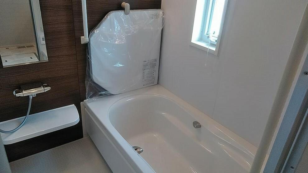 浴室 【A区画】1坪サイズの浴室で1日の疲れを癒しましょう!浴室乾燥機付です。2020年5月撮影