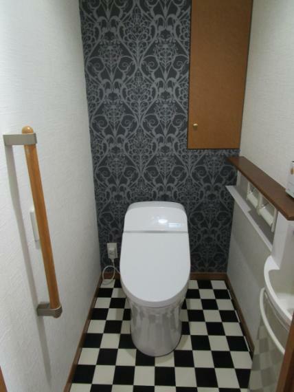 トイレ 手洗水栓・収納・ウオシュレット付!