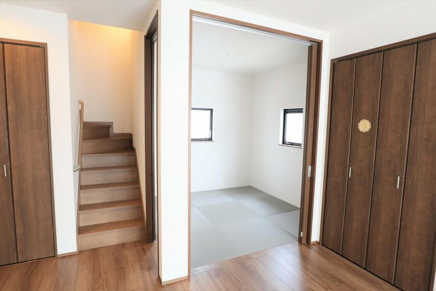 居間・リビング リビング 和室が併設されているので、客間やお子様のスペースとして使えます