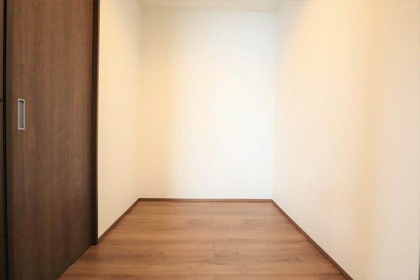 洋室 クローゼット  全居室収納付き  お部屋がスッキリとお使いいただけます