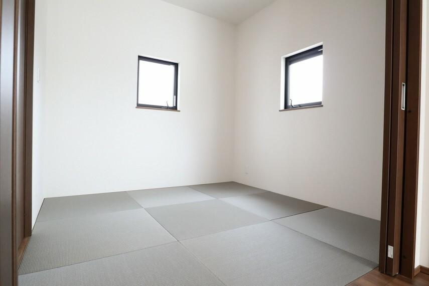 洋室 和室 2面採光のお部屋は明るく風通しが良いです
