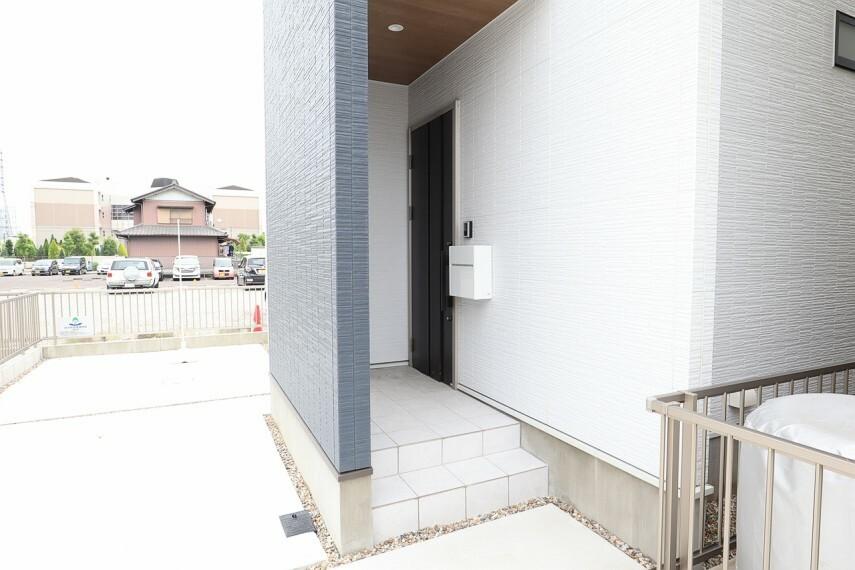 玄関 玄関 シューズボックス付きの玄関  玄関がスッキリとお使いいただけます