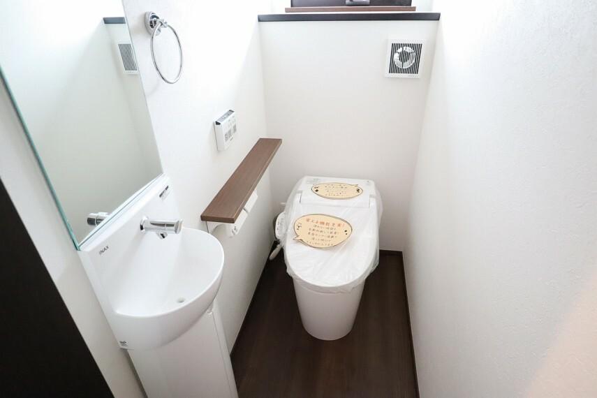 トイレ トイレ  1階2階とも温水洗浄便座  便座が暖かく、冬でも快適です