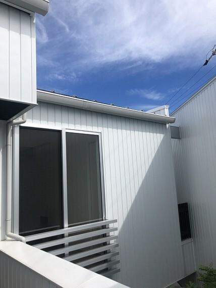 眺望 テラスからは天気のいい日には青空を望めます。快適なおうち時間を過ごせますよ。