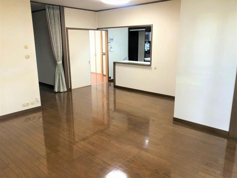 居間・リビング  LDKは隣接する和室と合わせると約24.5帖の広々空間