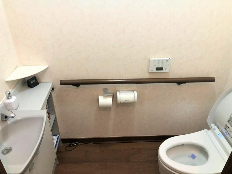 トイレ  トイレは1階と2階に設置。朝のバタバタする時間やお客様の多いご家庭も安心。ウォシュレット付!