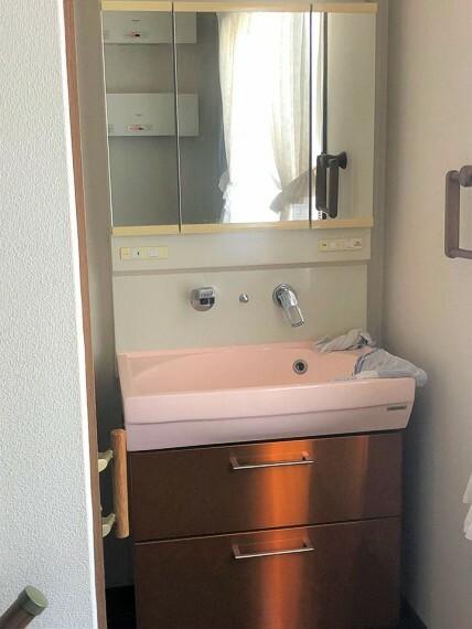 洗面化粧台  2階にも洗面があるのは嬉しいですね