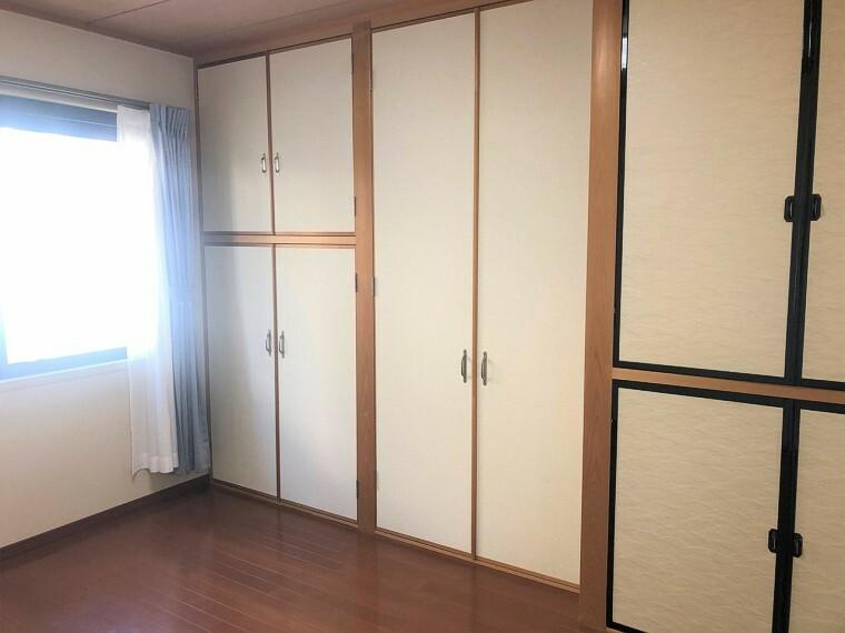 洋室  全ての和室には窓があり心地よい光と風がとおる居住空間。