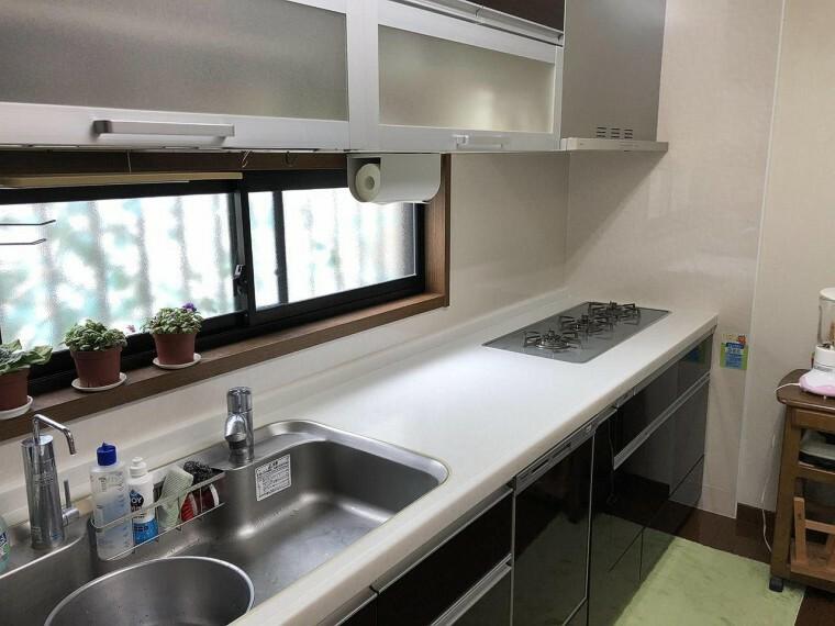 キッチン  収納たっぷりなので調理器具や調味料も出し入れしやすいですね。