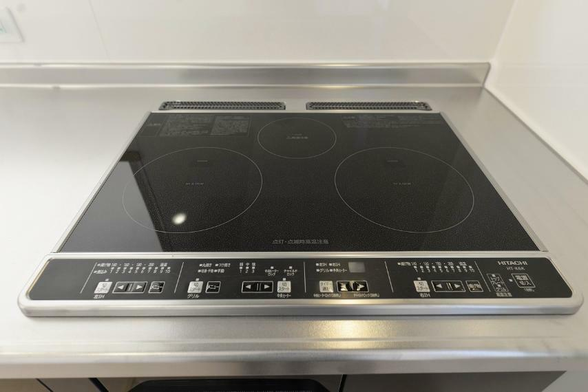 キッチン (同仕様例)IHクッキングヒーターはサッと拭くだけでお手入れラクラク!