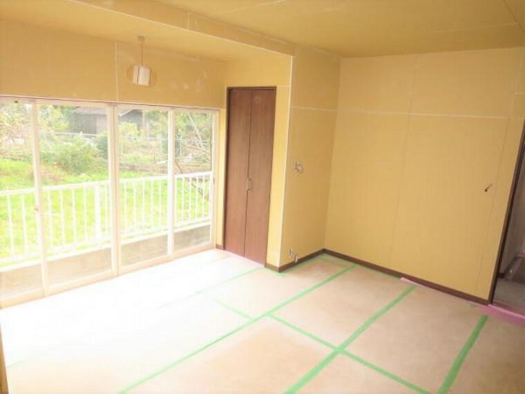 和室 【リフォーム中】続き間の和室6畳は洋室へ変更します。床のフローリング、壁、天井のクロスを張替えます。押入れはクローゼットへ変更スッキリとした居室となります。