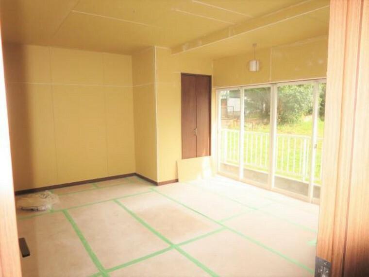 【リフォーム中】1階和室から続く縁側です。床をしっかり張替えます。暖かい光を感じながら、ゴロゴロするのも大切な時間ですね。