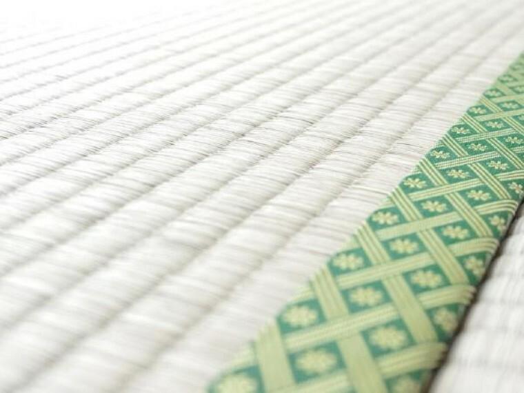 【同仕様写真】畳の縁にまで心を配ります。部屋に合ったモダンな色合いで仕上げます。