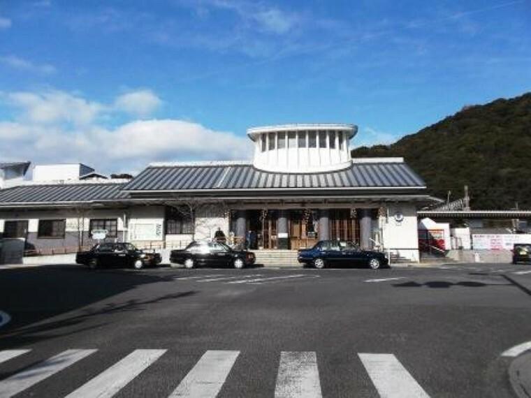 有田駅まで650m、通勤と通学に便利な距離です。