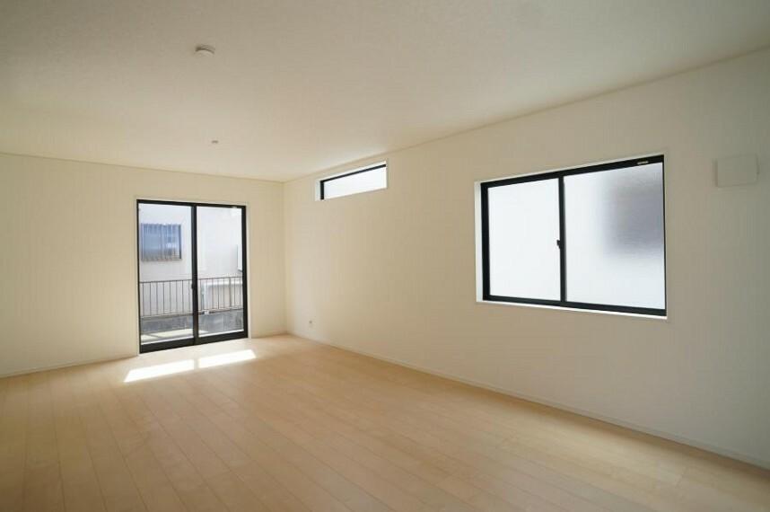居間・リビング 3面採光で明るく風通しのよいリビング