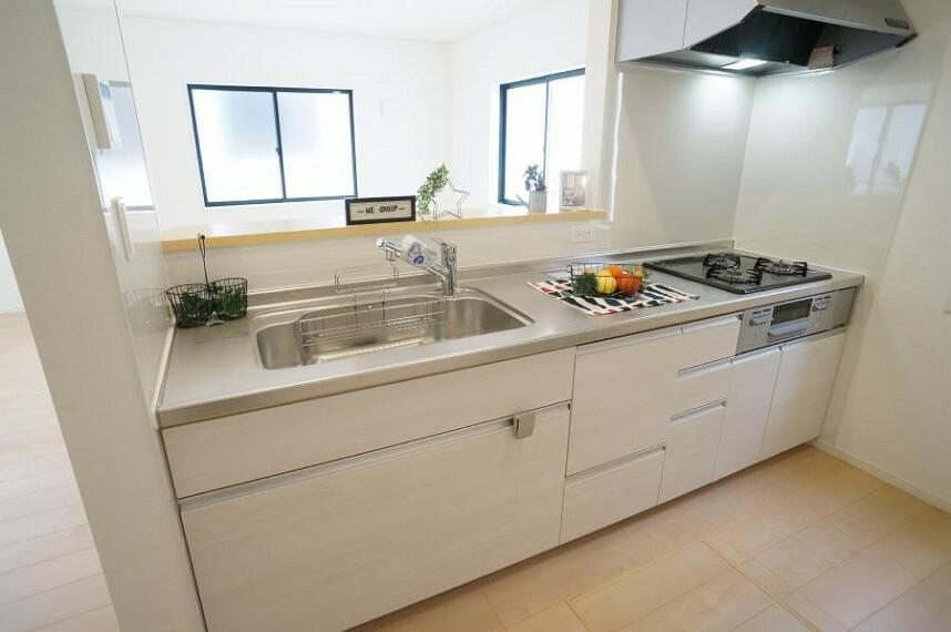 キッチン 広々キッチンでお料理も楽しくなりますね