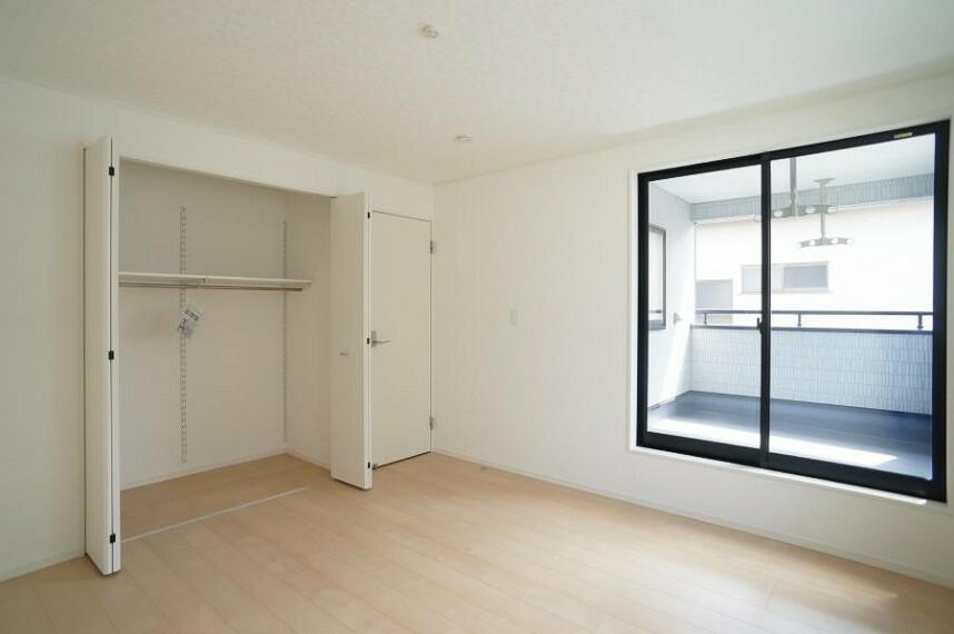 洋室 全居室収納スペース付で広々住空間