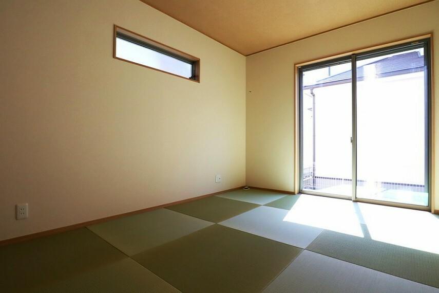 同仕様写真(内観) 和室 同仕様 リビングに隣接している和室は使い勝手良好です