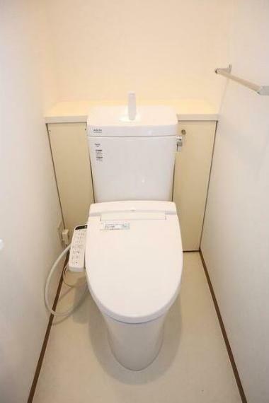 トイレ トイレは1階と2階にあります。 快適な温水洗浄便座です。