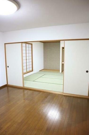 子供部屋 2階8帖の洋室。 各部屋広々としていて、どのお部屋も使い勝手がいいですよ。