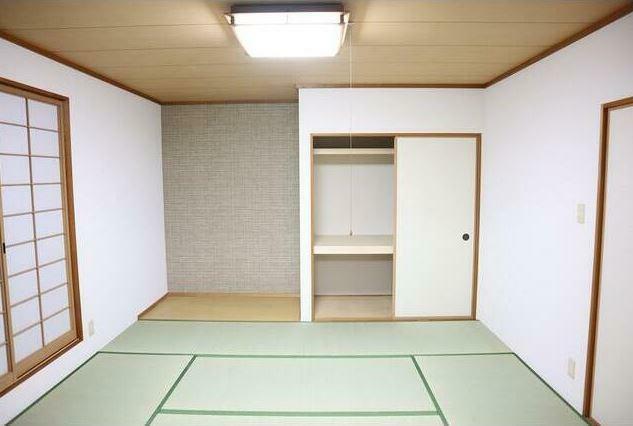 寝室 2階8帖の和室。 和室はお客様の宿泊場所にも使えて便利。