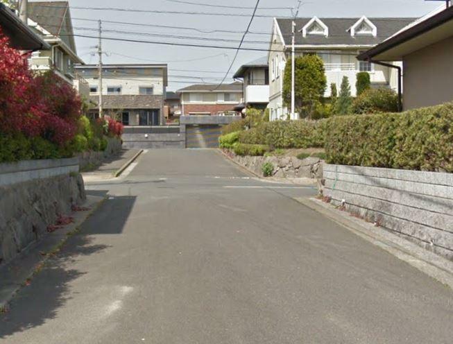 前面道路写真 2車線道路沿いに面した住宅。陽当たり等良好ですよ。