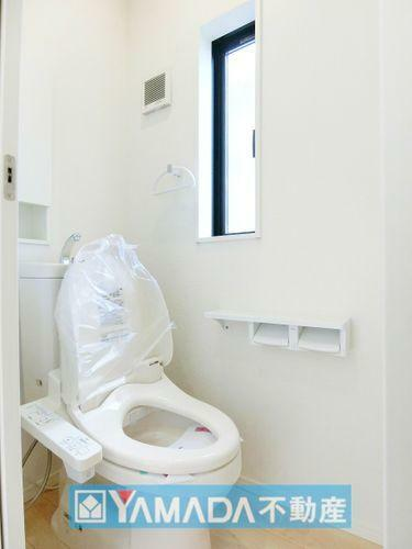 トイレ 『お掃除ラクラク』超節水の便器です。