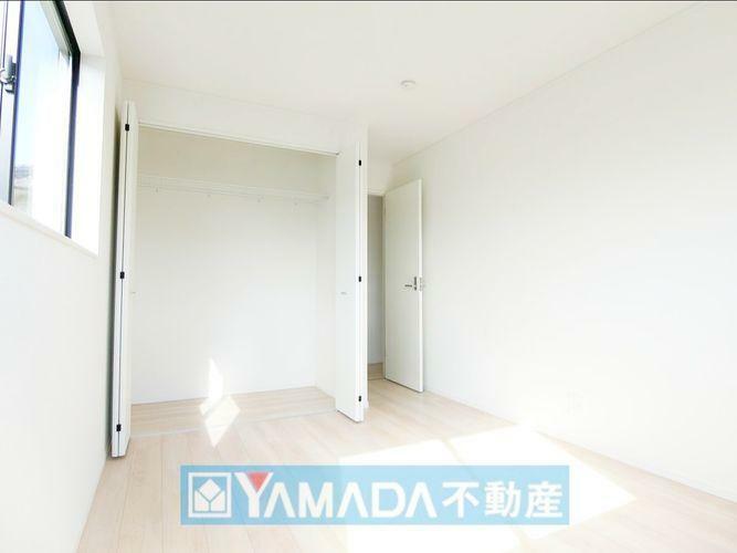 洋室6.5帖のお部屋です。間取り図2階の左側のお部屋です。