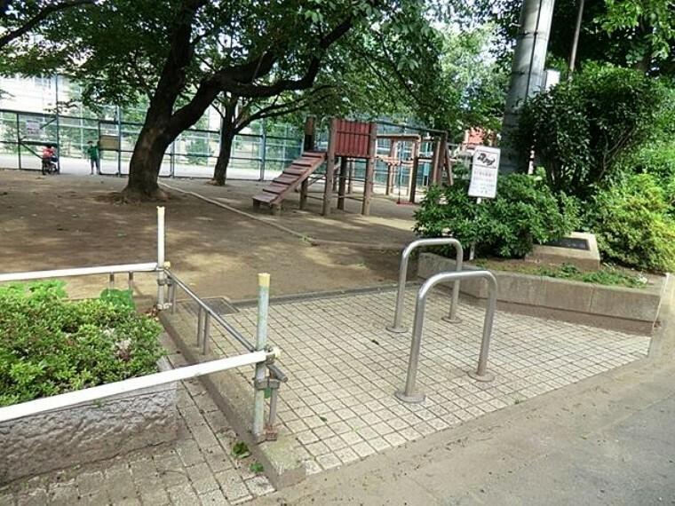 公園 井草さくら公園 徒歩10分。