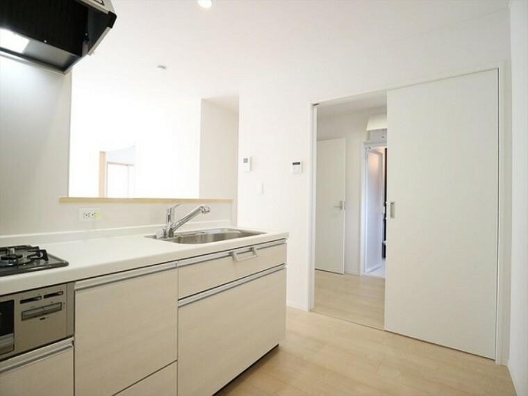 キッチン キッチンの脇に洗面所。
