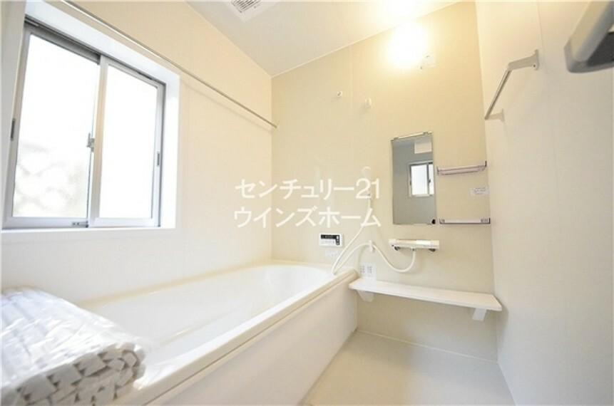 浴室 浴室は、オートバス機能搭載!さらに、暖房乾燥機能により洗濯物も乾かせます! 日々の疲れを癒して、\心と体をリフレッシュ/