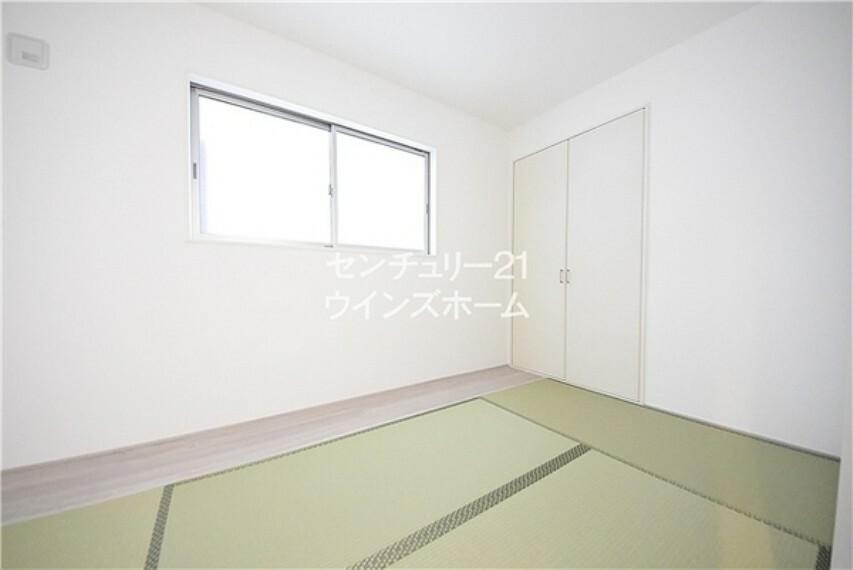 和室 和室にはさらに押入も設置されています。座布団やお布団などの収納にも最適です!