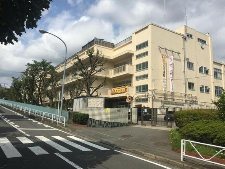 中学校 横浜市立六ツ川中学校 教育目標:生徒・職員・地域がともに、学び、創り、生きる教育をすすめます。
