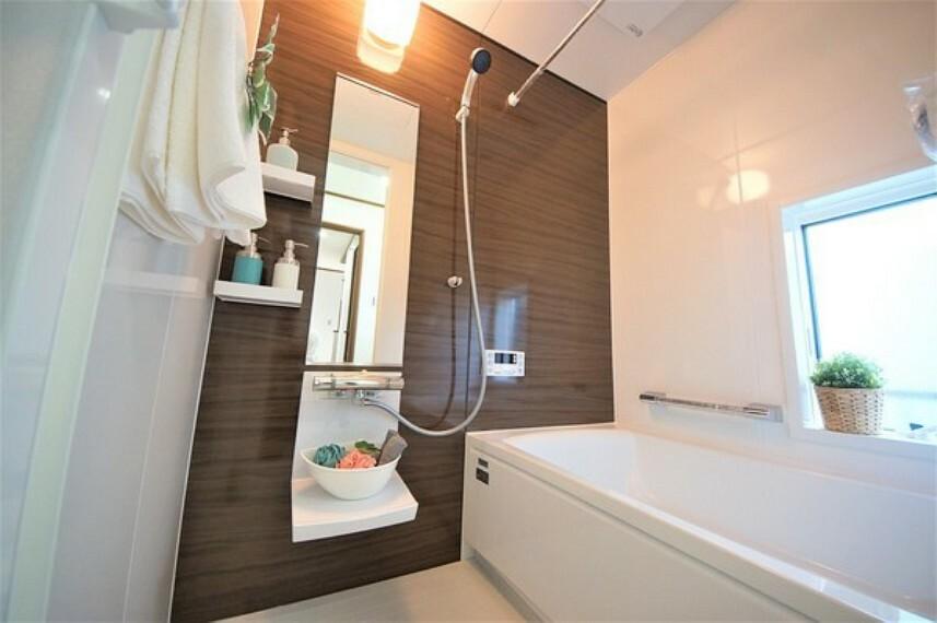 浴室 体を洗う、温まるだけの場所から心身ともに快適な空間に変わりつつあります。一日の疲れが癒される優雅な時間を堪能してください。