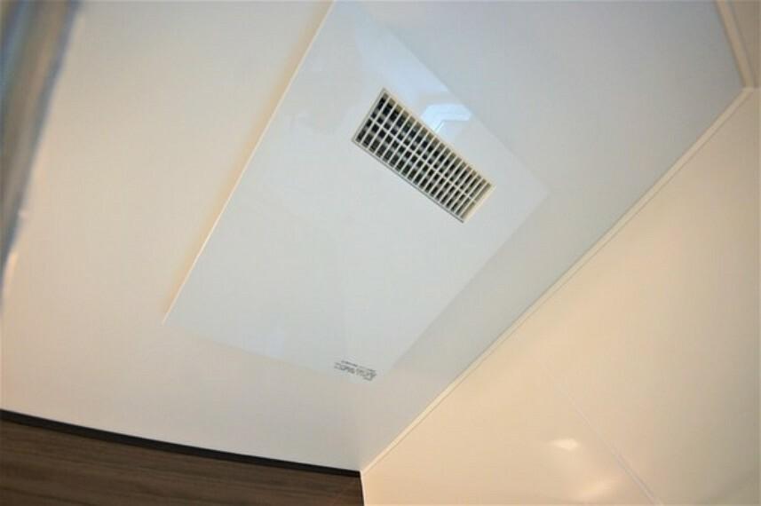 浴室 暖房、冷風、換気の機能が付いた「浴室乾燥機」。雨が降っても急ぎのものであればここで干せれば事足りそうですね。