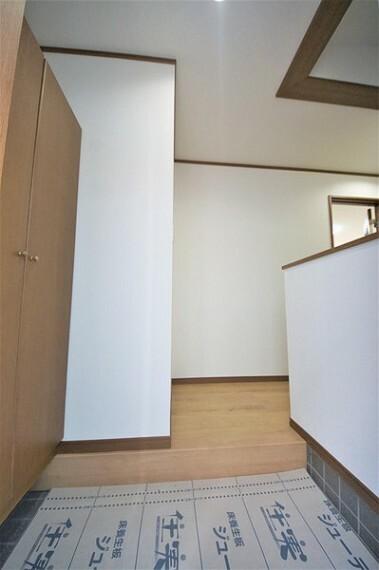 玄関 シューズボックス付きで玄関もスッキリ