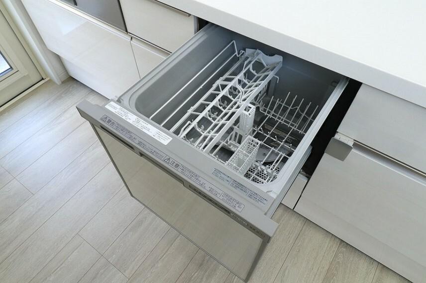 食器洗浄乾燥機(同仕様写真) キッチンには人気の食洗機を搭載! 日々の家事の手間を低減してくれます。