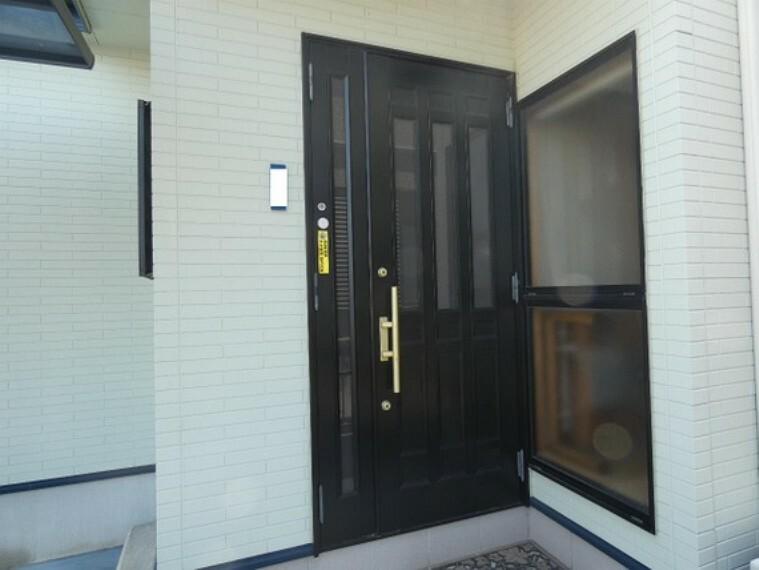玄関 ダブルロックドアの玄関です。