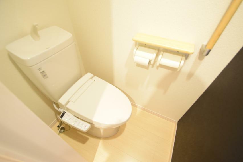 トイレ 温水便座(一階)