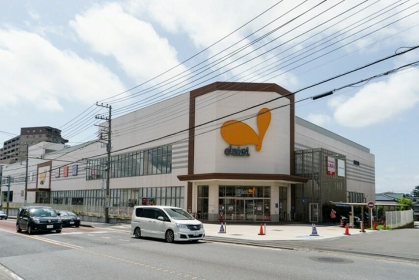 ショッピングセンター 創業60年を数える老舗スーパー。衣料品店やクリーニング店・歯科など、何かと重宝する専門店も併設しています。(ダイエー相武台店・約630m/徒歩8分)